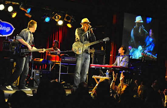 Kevin So playing keyboards in Keb Mo Band at B.B. Kings, NYC